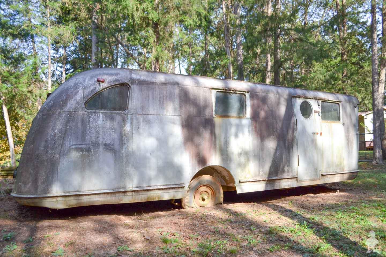 vintage travel trailer other side