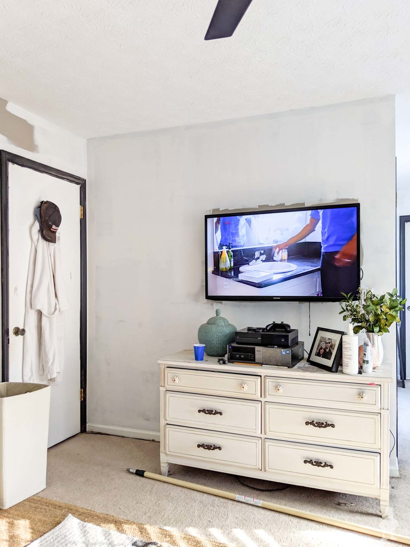 painting tv wall in master bedroom