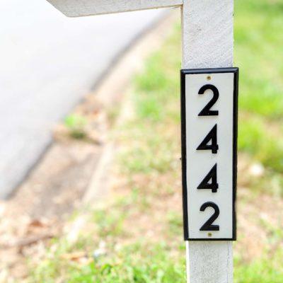 address sign on mailbox
