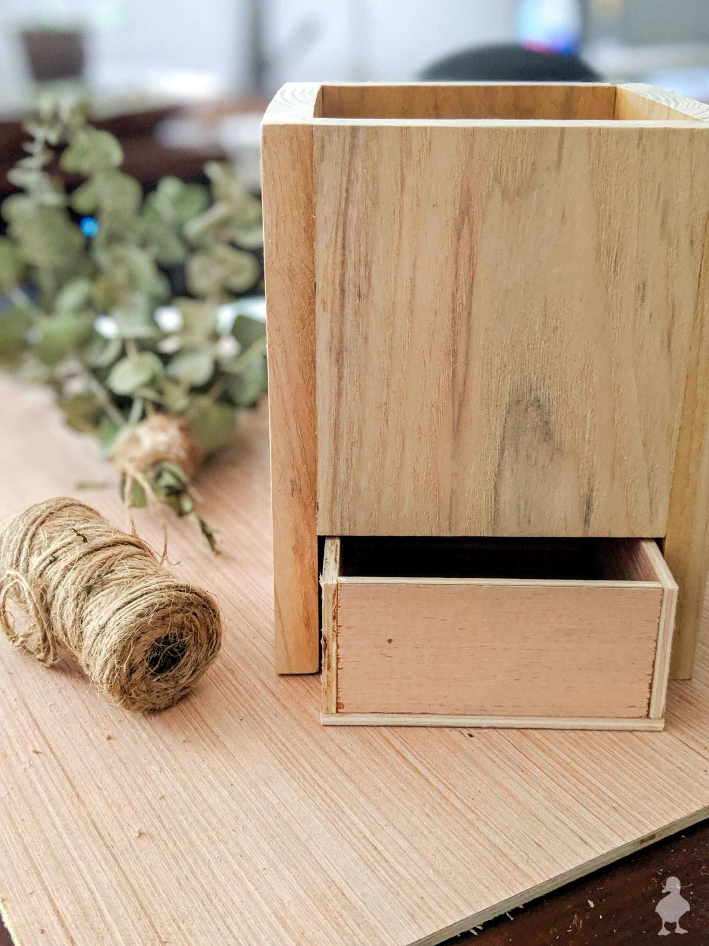 create small drawer in the back of the vase