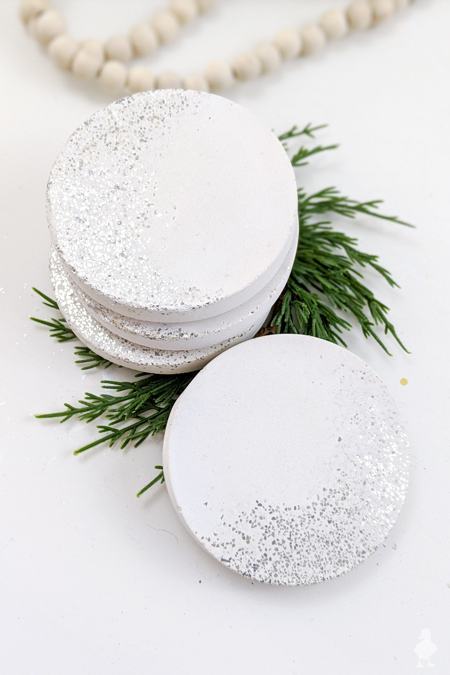 Sliver glitter white concrete coasters make a great glittery addition to Christmas decor. Also a good party hostess gift or NYE decor! #newyears #concrete #glitter #whiteconcrete #hostess #partydecoration #bohochristmas